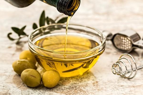 Dầu oliu chứa các dưỡng chất dưỡng da trắng sáng, trị nám