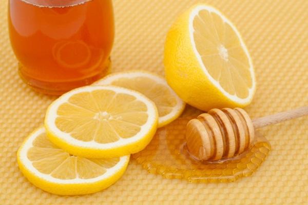 Cặp đôi chanh và mật ong giúp trị các hắc sắc tố trên gương mặt hiệu quả